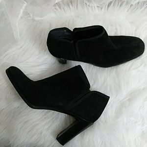 BANDOLINO Suede Pull On Heeled Boot